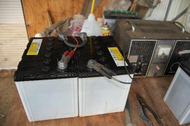 4t車のバッテリーが1年も経たないのにパァ!家に持ち帰って充電