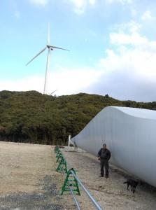 風車のブレードがこんなに大きいとは、長さも40~50mくらいかな? とにかく タマゲタ!