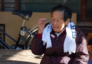 畑のオーナーのお婆ちゃん、84歳の今も自然農法栽培で元気もりもりでした