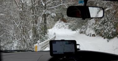 美又温泉から車幅一杯の林道を9号線に向けて