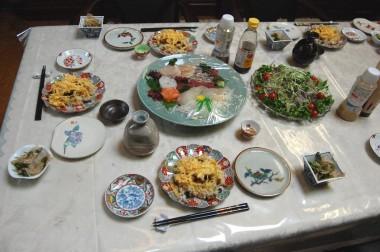 二膳目のバラ寿司はこれの二倍以上の大盛りでもペロリ