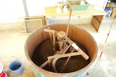 三相200Vから単相200Vにモーターを取り替えた攪拌機で苗土の混合