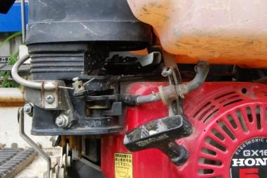田植機のエンジンのキャブレターが詰まっていた
