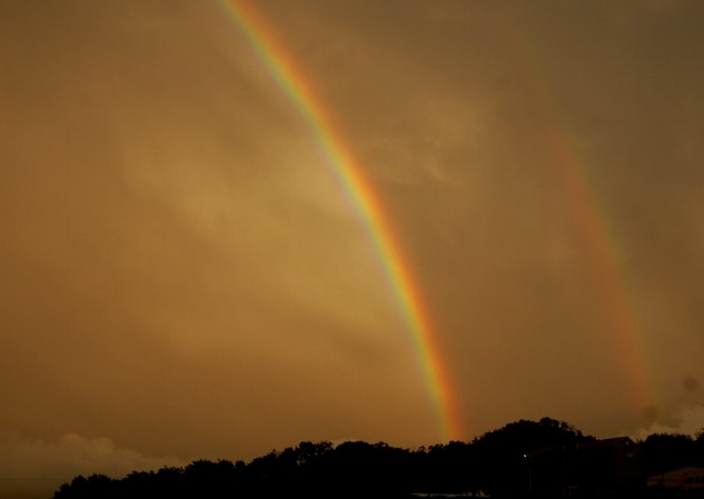 夕方7時ごろに二本の虹