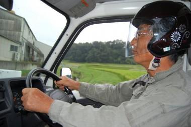 軽トラでバイクに乗りに行くときからヘルメット着用でその気分に
