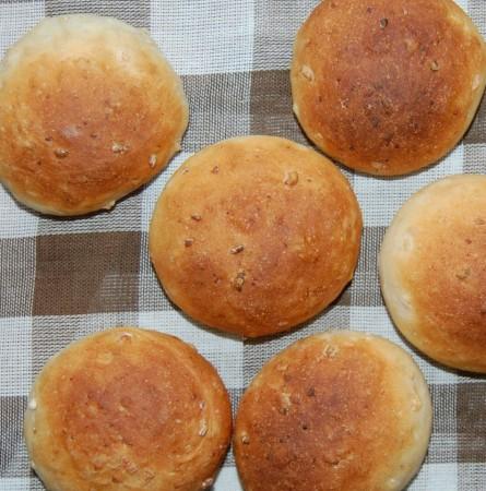 焼きあがった玄米パン