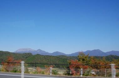 車窓の大山と蒜山、まもなく会場到着