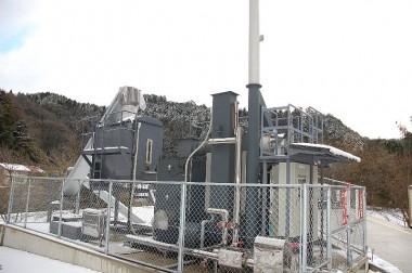 お湯の加温ボイラーは最新の木材チップ燃料
