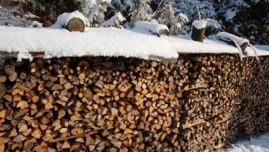 松さんが作ってくれた薪、それを末さんが綺麗に積んでくれた