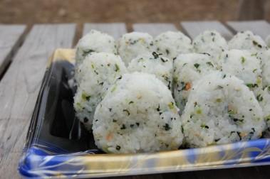 隅さんの奥さんが作られたオニギリは何時もの事ながら美味しい