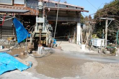 掘削中に地下水が出始める