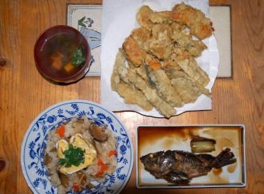 ゴボウが入ったちらし寿司と天ぷら、常さんから頂いた今が旬のメバル