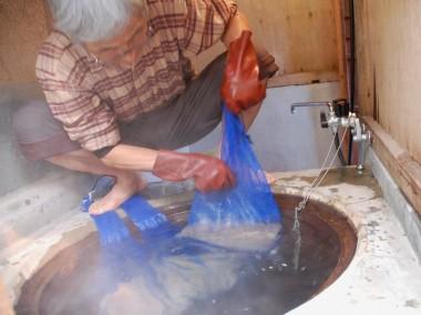 常に種籾を動かして温度がむらにならないようにする