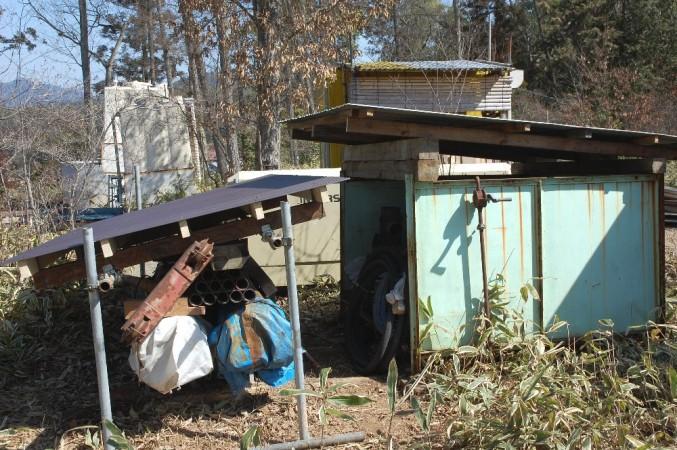 井戸ボーリング資材に屋根を