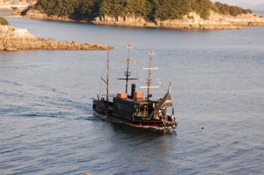 鞆の浦から仙酔島に渡る平成のいろは丸、この近くで沈没したらしい