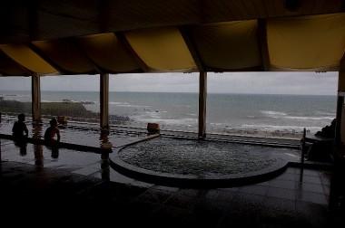 秋田県に入ってすぐの象潟の道の駅4階にある展望温泉