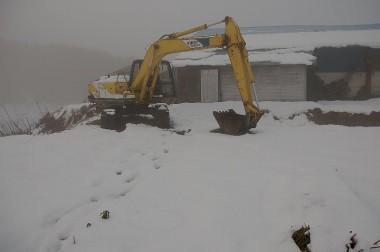 井戸ボーリングの予定地はすっかり雪の下