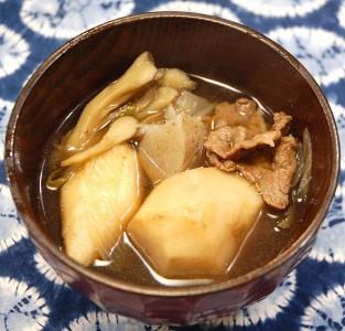 ここの芋煮は牛肉と醤油味