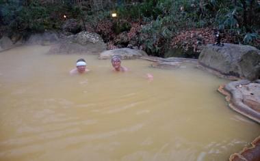 筌口(ウケノクチ)温泉は林の中に混浴と女性専用の露天風呂