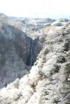 吊り橋からは粉雪化粧の景色