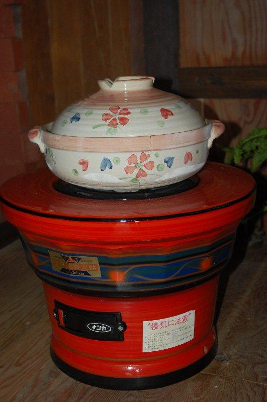練炭火鉢と土鍋で焼き芋スタート