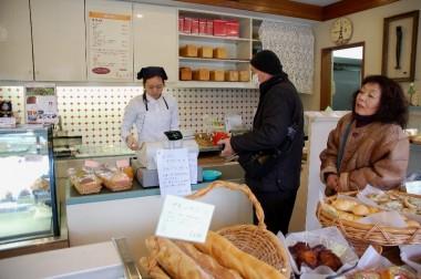 マルシェの出店で一緒になる人気のパン屋さんに立ち寄る