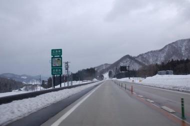 帰り路は松江道で広島県側に出たら一面の雪だった