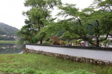 会場と隣接の池