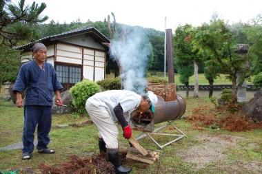 割った薪はピザ窯の燃料