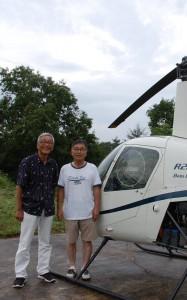 ヘリの横だけど住みさんのシャツは飛行機のプリント