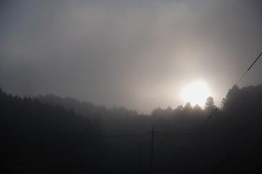 霧の深い朝