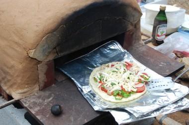石窯の試運転でピザを焼いてみます