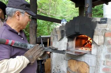 1箇所目ではピザを焼いていた