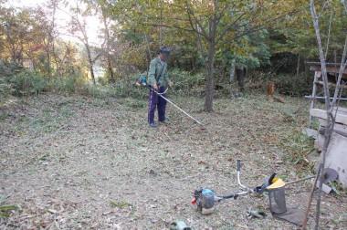 里山整備でYOSIさんと裏山の草刈