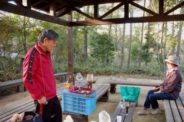 夕方山口県周防大島からひょっこりとSUGIさんの来訪、早速コーヒーをいれてもらった