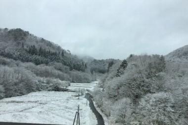 出かける時の千代田は晴れていたが中国山地は雪化粧