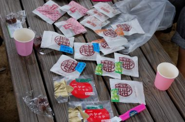 廿日市市のSAKさんからは、手焼きもみじ饅頭の色々やメロンを頂いた