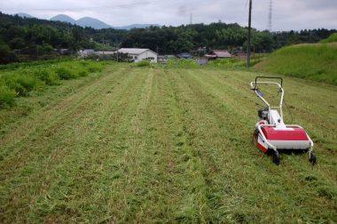 草は短く砕かれているので耕運する時に巻き付かない