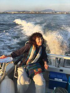 夕日に向かって広島マリーナを出航