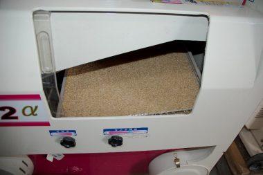 ここで、籾殻が付いたのは再摺り、玄米は次の選別機へ