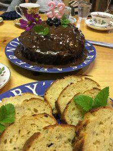 チョコレートケーキとバナナケーキ