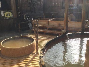 左で温まって 右の源泉(34℃くらい?)に入る