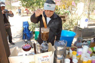 コーヒーはいつもの杉さん、煎りたて挽きたて淹れたて