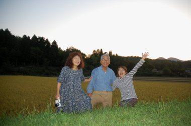 玲子さんは地域の敬老会の接待に、英絵はニンジンの草取り、それぞれが本日終了!