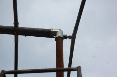 両サイドは棟と柱をL型で固定