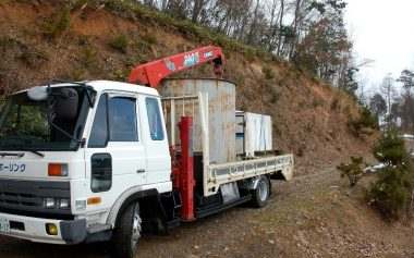 水タンクと軽トラ用保冷庫の移動