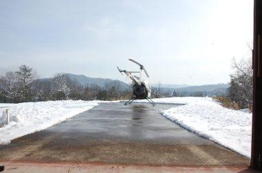 除雪し格納庫から離発着場に出した