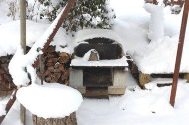 石窯も雪の中