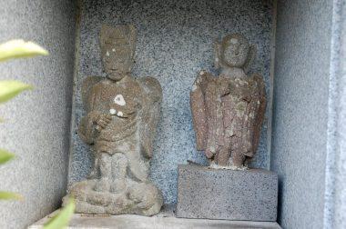 こんな形の石像は初めて見た