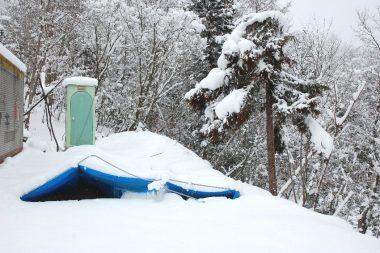 雪対策をやらなかったのでペシャンコになった車庫ハウス